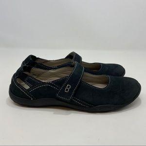Clarks Women's Black Flats Size 7.5